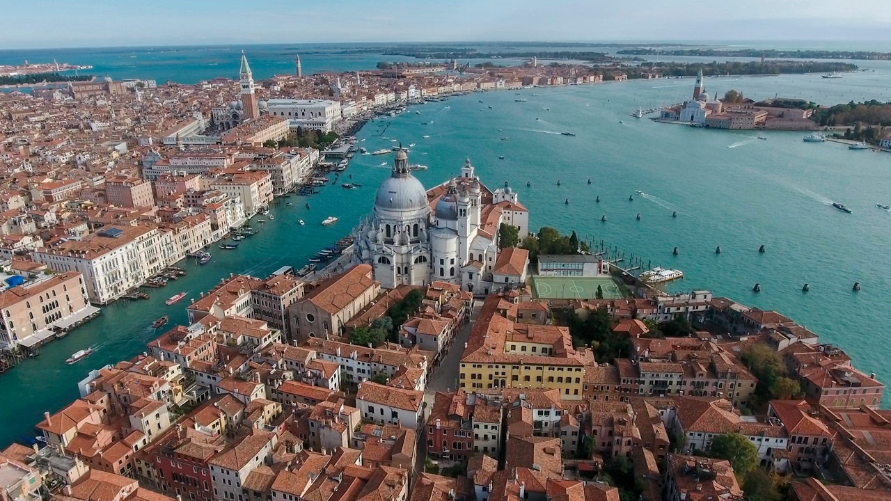 EZojHHQPi_Q Венеция — один из самых романтичных уголков мира.