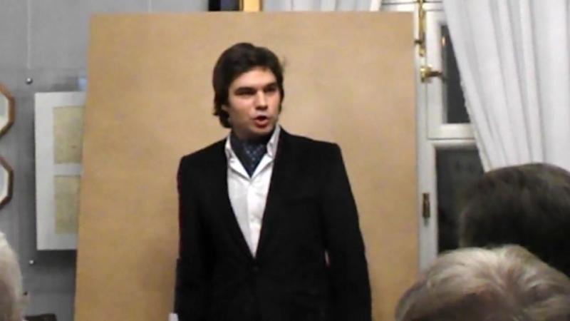 Это певец Алексей Есьман и его мощнейший, красивый тенор.