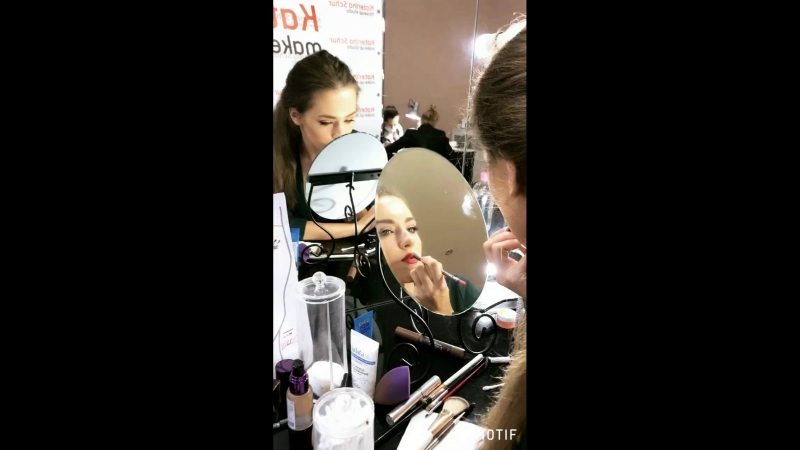 Урок по макияжу стрелки и красные губы