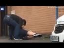 Как пишут, двое на парковке в Бирмингеме повздорили из-за места, чел одним ударом левой выбил оппонента