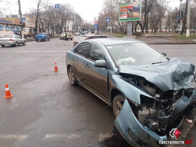 Скандальный нардеп разбился в центре Киева: фото с места ДТП