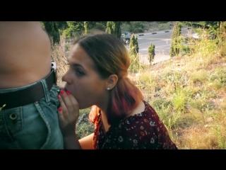 Училка сосет на улице и глотает сперму [russian, amateur, outdoor, 720p]