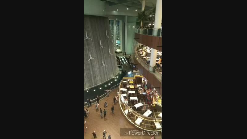 водопады в Дубай молле
