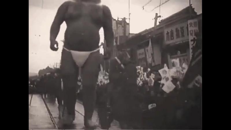 Японский великан 😨 Дата съёмки неизвестна