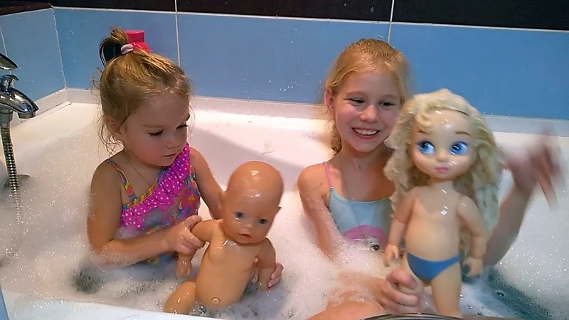 Купание с куклами Беби бон и Золушка Дисней/ Bathing with baby dolls Baby Born and Cinderella Disney