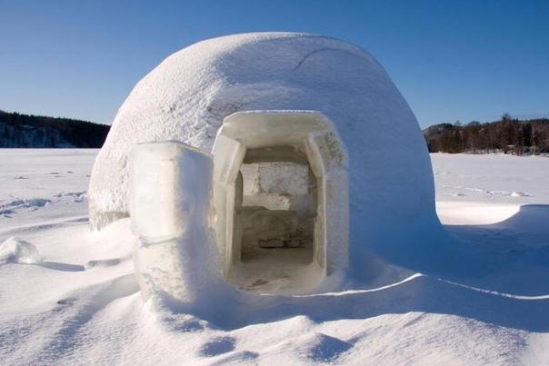 иглу - традиционное жилище эскимосов иглу - это типичное для эскимосов место жительства. данный тип строения представляет из себя постройку, которая имеет куполообразную форму. диаметр жилища составляет 3-4 метра, а высота его - примерно 2 метра.
