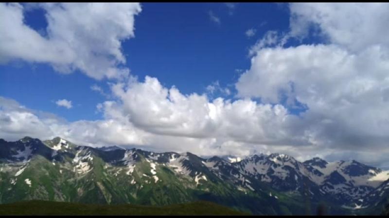 Небо в Софийской долине, на высоте хребта Чегет-Чат