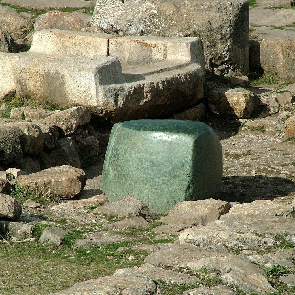 хаттуса зеленый камень