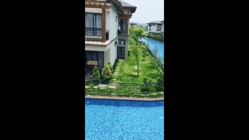 Общий бассейн в жилом комплексе в Китае