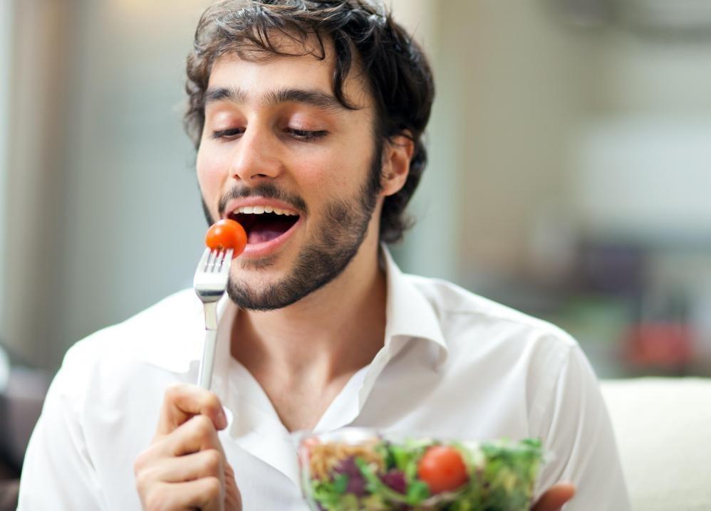 Мужчины, которые едят диету с органическими овощами и целыми зернами, могут снизить риск развития рака предстательной железы.