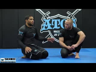 Andre Galvao - Shoulder trap hooks guard sweep