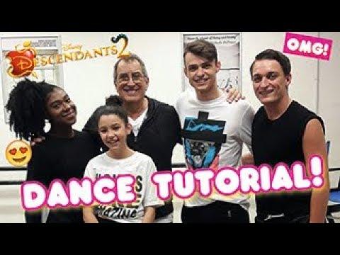 DESCENDANTS 2 - Kenny Ortega Thomas Doherty are teaching us to dance! 💃🏽   Girl Talk Magazine