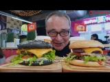 Черные бургеры с мраморной говядиной в Макси