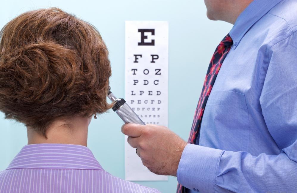 Обычные глазные экзамены безболезненны и могут помочь обнаружить проблемы зрения или глаз рано.