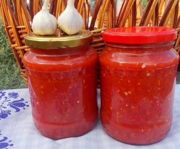 аджика, которую не надо варить! экономим время! помидоры — 4 кгперец болгарский — 1,5 кгперец чили — 3 шт.чеснок — 200 гуксус (9%-ный) — 200 млсоль — 2 ст.л.как приготовить холодную аджику из
