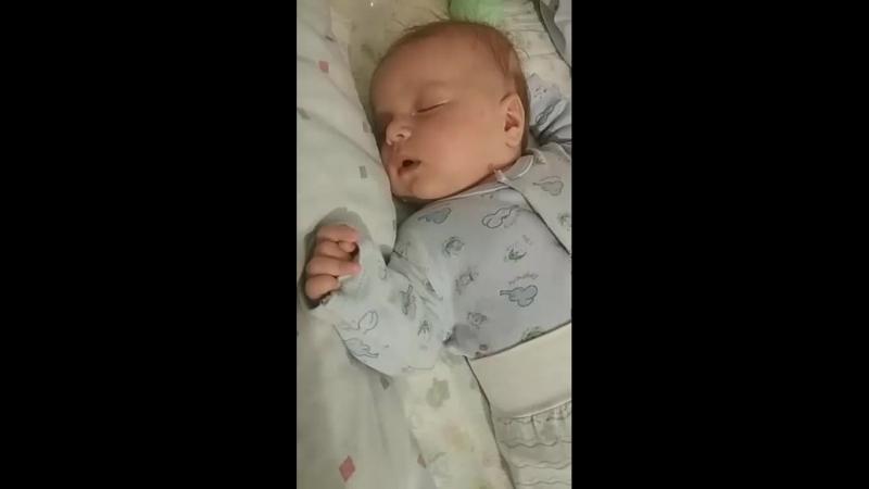 спят усталые детишки😀