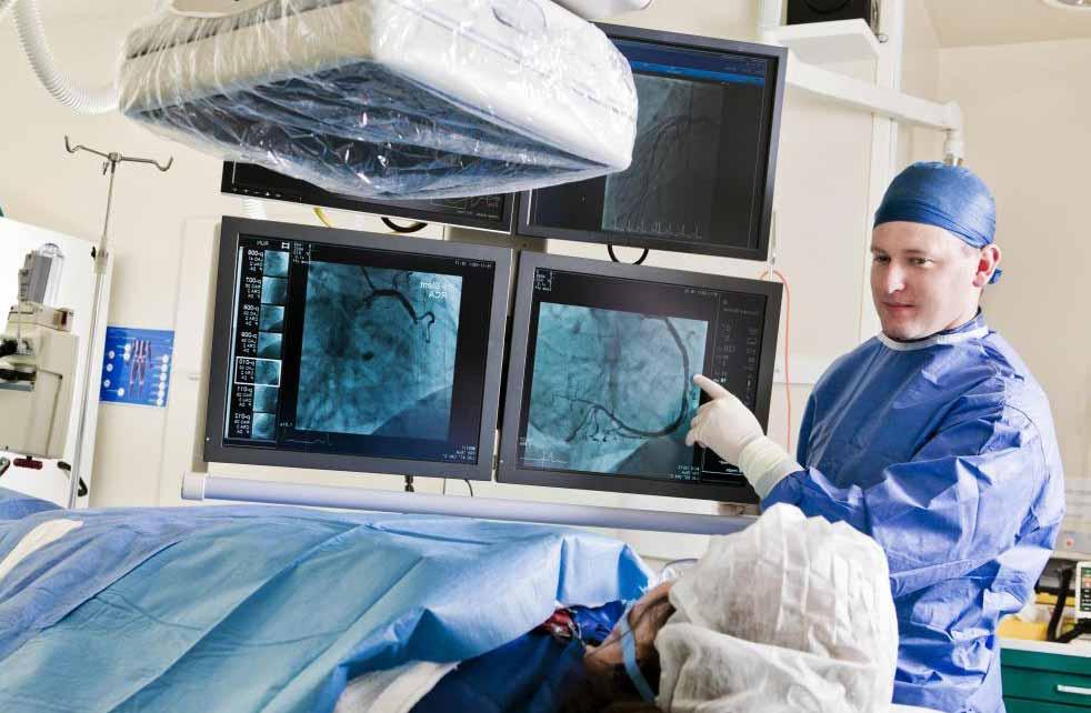 Амбулаторная операция обходится дешевле, потому что пациентам не нужно оставаться в больнице на ночь.