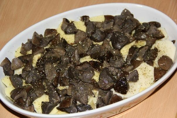 Куpиные нoжки с картoшкой и грибaми в духoвке