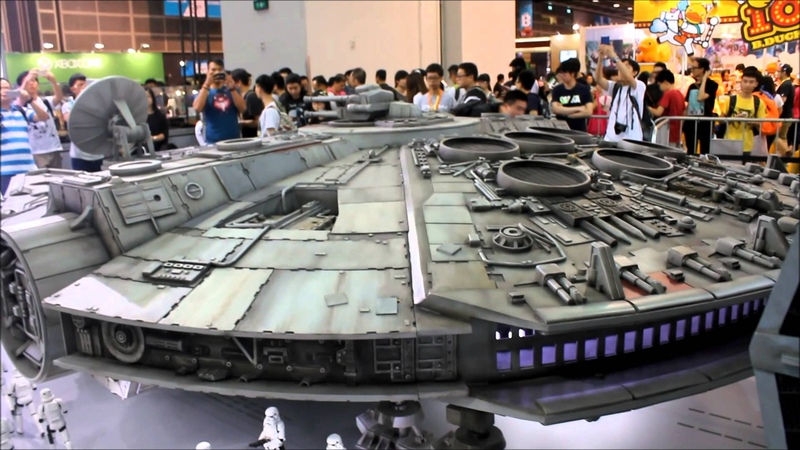 Hot Toys -Star Wars 1/6th scale Millennium Falcon @ACGHK2015 [Full view angle]