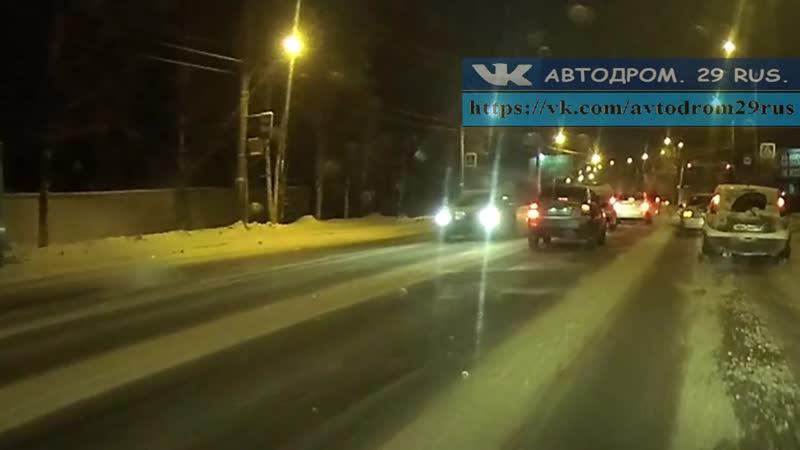 Архангельск Вывернул на встречку уходя от столкновения