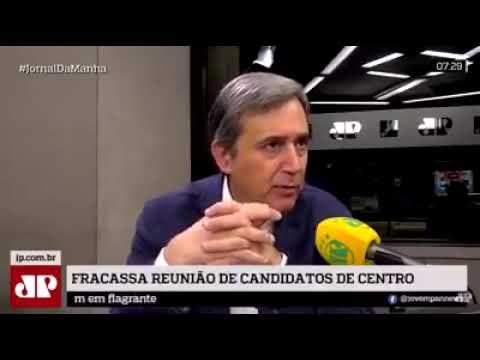 Villa cai na própria casca de banana que jogou em Dilma
