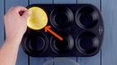 Кладем 6 апельсиновых шкурок в форму для выпечки. На 0:46 у меня слюнки потекли!