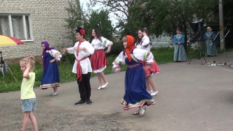 Студия современного танца Totem с озорными Валенками в гостях у жителей п. Лесное