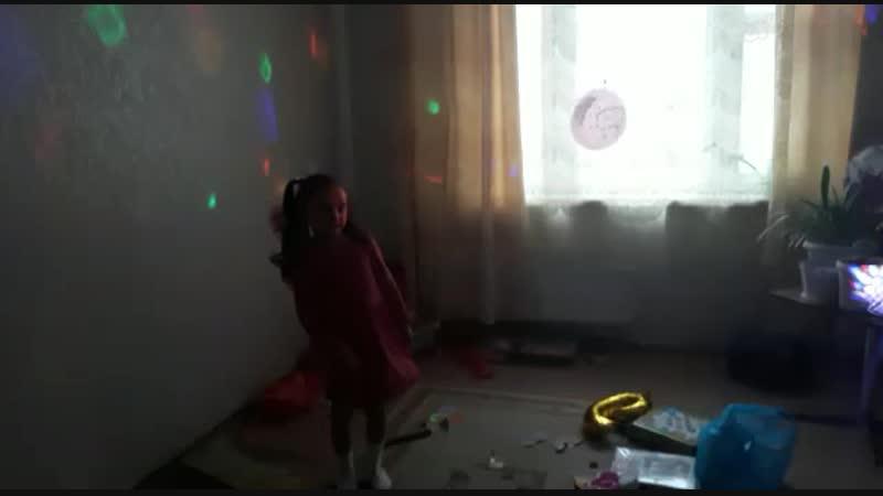 Лейле 6 лет, песня про осень