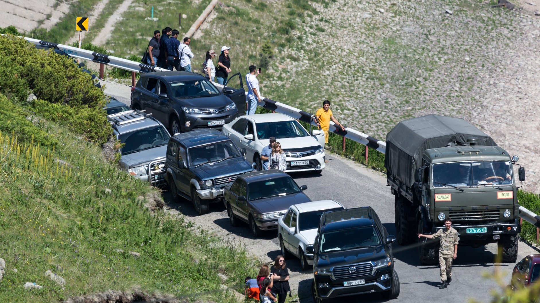 По дороге на БАО снова просят поставить шлагбаум ____ ⠀ Руко