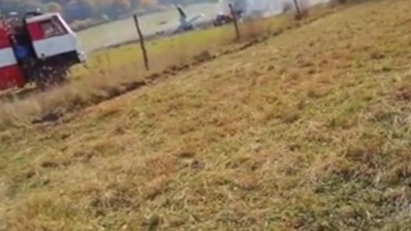 Военный самолет потерпел крушение в Словакии — видео