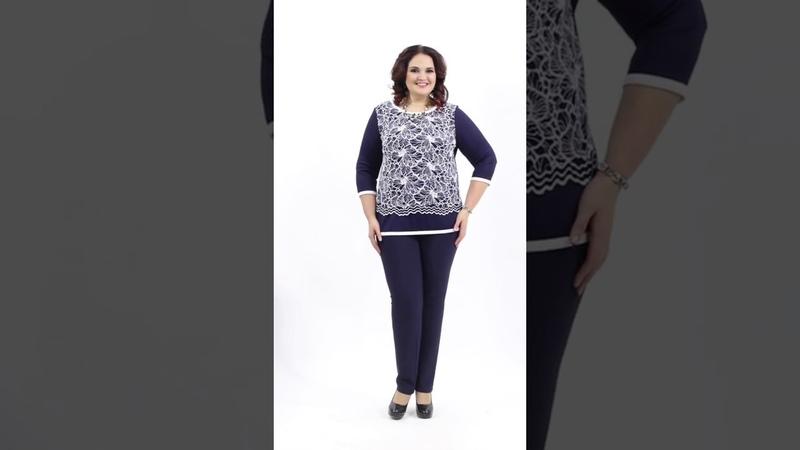 Офисная блузка М4-3709/5 свободного силуэта из трикотажного полотна сине-белого цвета