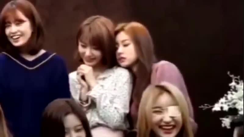 Hyewons really such a boyfie to sakura