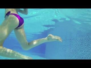 Красивая девушка плавает под водой. Желания девушек =) (37)