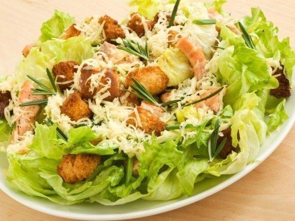 Tоп-7 рецептов вкусных салатов с сухариками