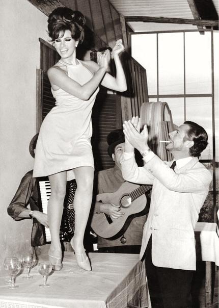 Ракель Уэлч и Марчелло Мастроянни (1966 год)