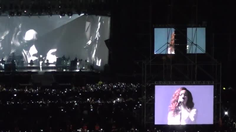 Rihanna - Stay (Santiago Estadio Nacional, Chile, 29.09.2015)