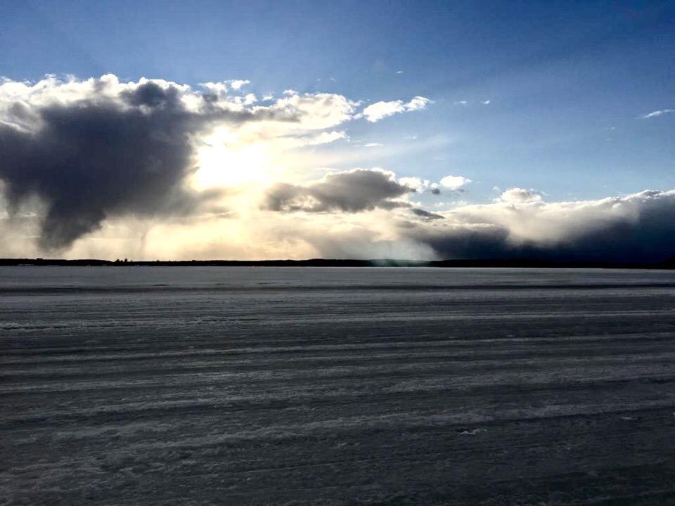 Лед на Селигере пока больше 20 см.