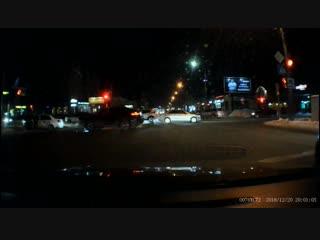 Момент ДТП с такси на ул. Маршала Жукова (20.12.2018)