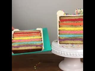 Как разрезать торт, чтобы получить много одинаковых кусочков