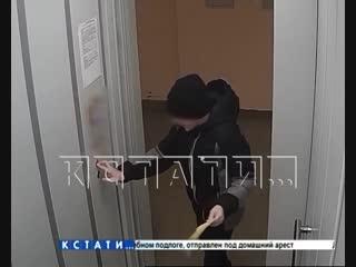 Туалетный юмор - двое школьников ради веселья испачкали лифт фекалиями