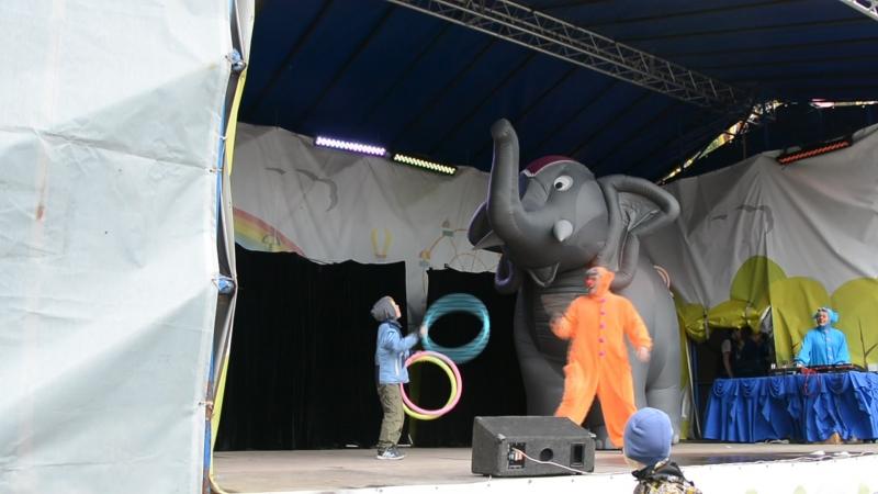 Никита - дрессировщик слона.