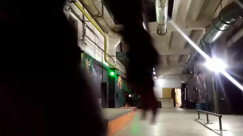 Зимнее катание в скейтпарке