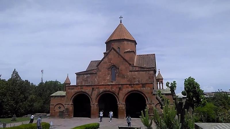 Внутренний дворик храма Гаяне, май 2019| туризм в Армении