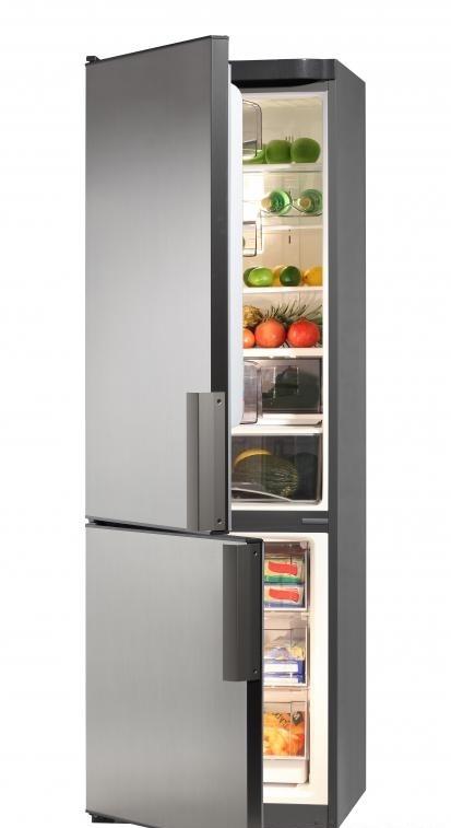 Холодильник состоит из двух отсеков для хранения: один для замороженных и один для не замороженных продуктов.