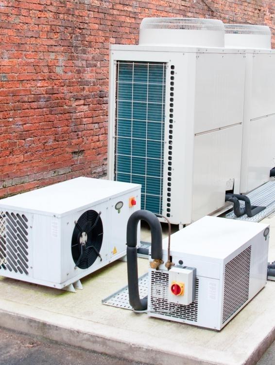 В системе охлаждения кондиционера используется хладагент.