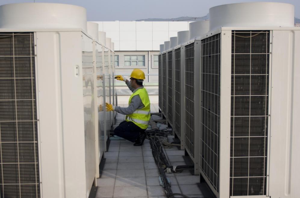 Продолжающиеся достижения в области холодильной техники создали безопасные альтернативные хладагенты и эффективные машины, для которых требуется часть химикатов хладагента, используемых более старыми устройствами.