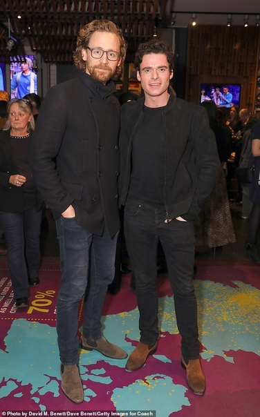 Братская любовь: Кит Харингтон и Ричард Мэдден пришли поддержать Мэйси Уильямс на премьере спектакля Пока все фанаты с нетерпением ждут выхода восьмого сезона Игры престолов, который
