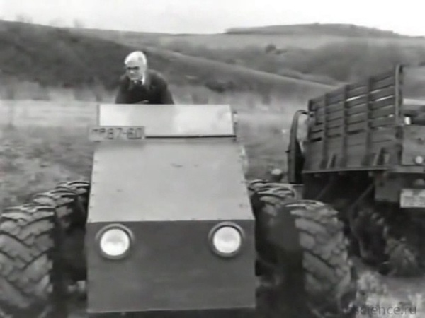 Вознесенский А.А. Испытание болотохода (1967)