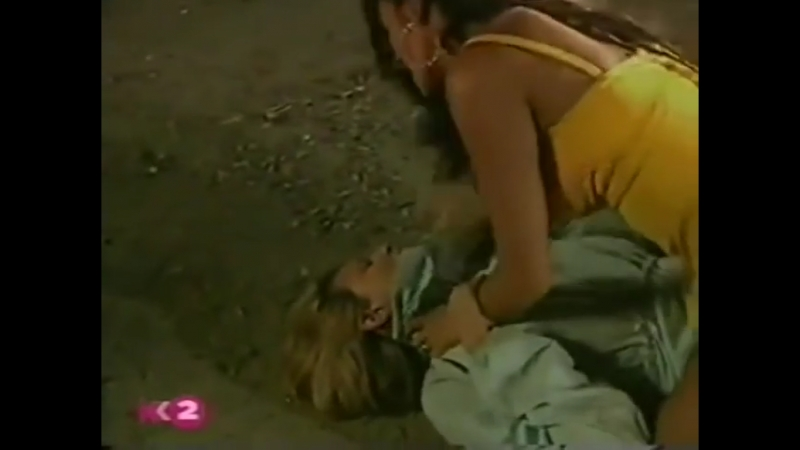 Woman strangling woman - Movie catfight - Telenovela Amantes del desierto