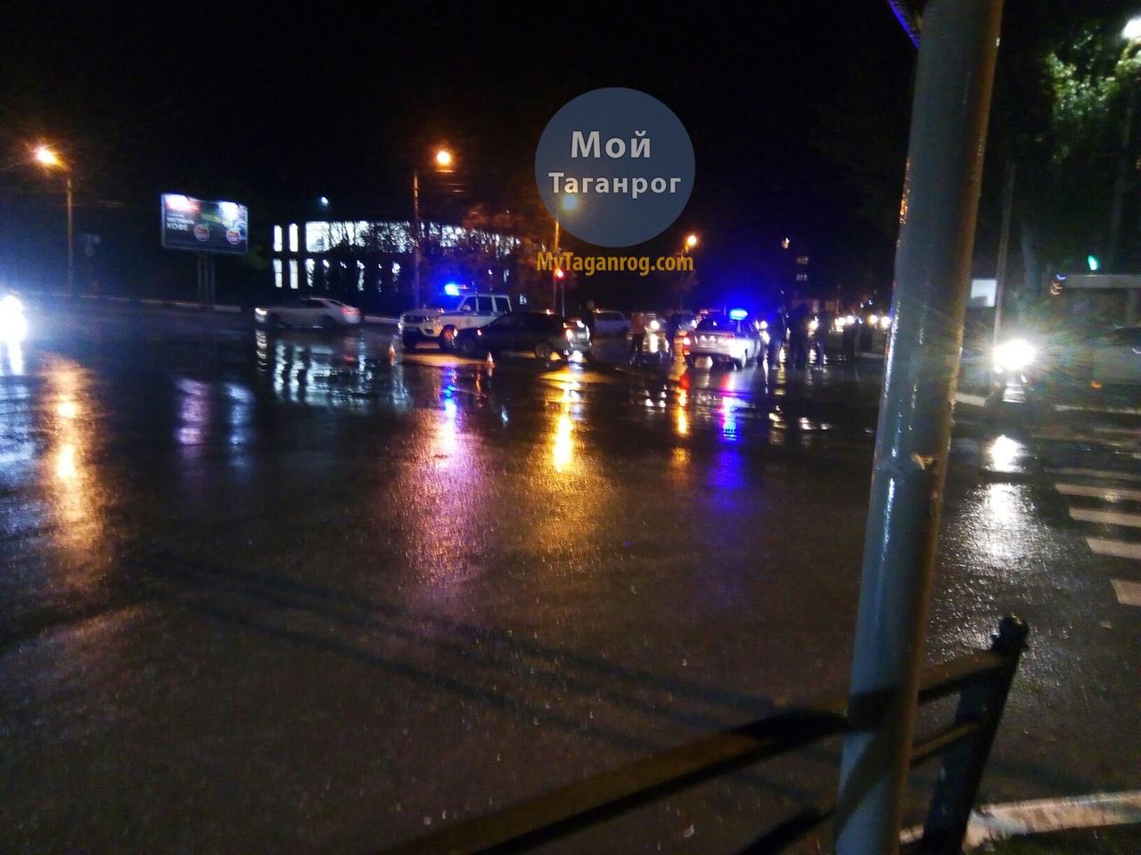 Сегодня вечером в Таганроге на пешеходном переходе насмерть сбили неизвестную женщину